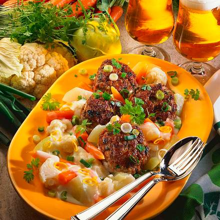 Kräuterfrikadellen mit Gemüse-Ragout Rezept