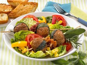 Kräuterhackbällchen mit Bauernsalat Rezept