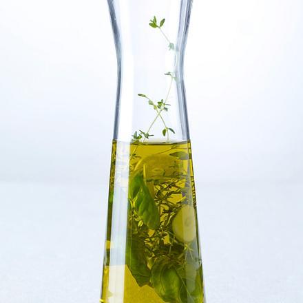 Kräuteröl mit Thymian, Basilikum und Knoblauch (4 mal anders) Rezept