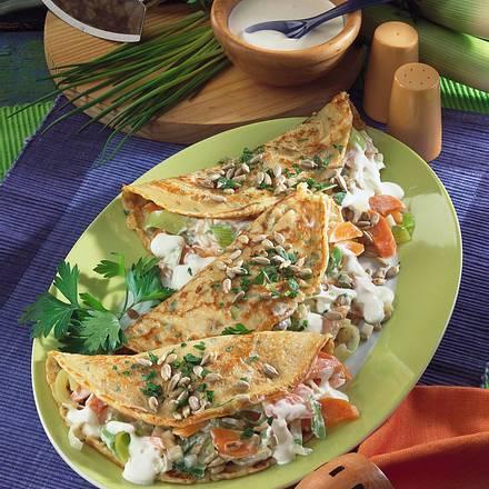 Kräuterpfannkuchen mit deftiger Gemüsefüllung Rezept