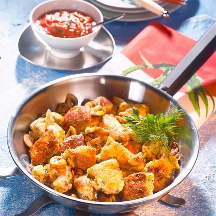 Kräuterschmaarn mit Tomatensoße Rezept