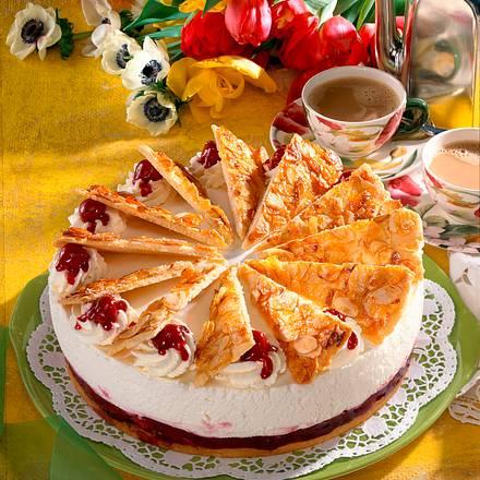 Krokant-Fächer-Torte mit Kirschen Rezept