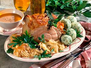 Krustenbraten auf Sauerkraut Rezept