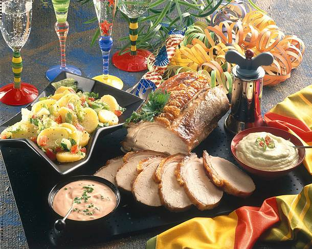 Krustenbraten mit Kartoffelsalat, Avocado und Ketchup Rezept