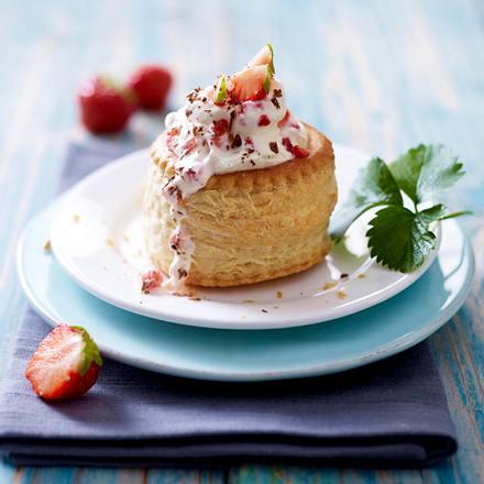 Kuchen-Diät: Erdbeer-Stracciatella-Törtchen Rezept