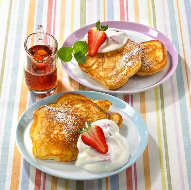 Küchlein mit Erdbeeren und Schmand Rezept