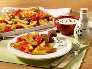 Kümmel-Kartoffeln vom Blech mit Kräuterquark-Dip Rezept