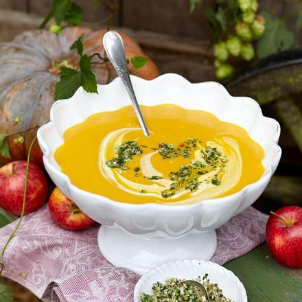 Kürbis-Kartoffel-Suppe mit Mandelpesto Rezept