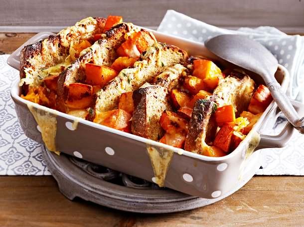Kürbis-Kartoffelbrot-Auflauf Rezept
