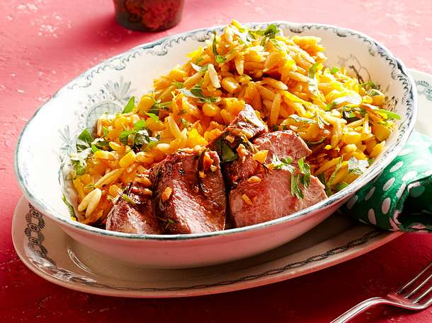 Kürbis-Nudel-Salat mit Lammlachs Rezept