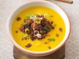 Kürbis-Orangen-Suppe mit Chilihack Rezept