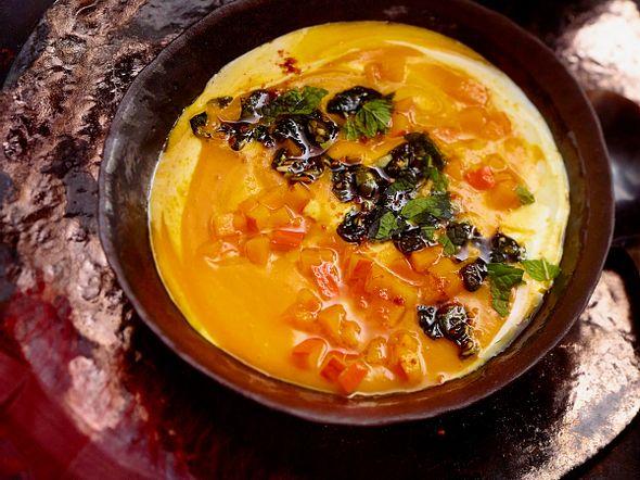 Kürbiscremesuppe mit Kürbiskern-Mint-Pesto Rezept
