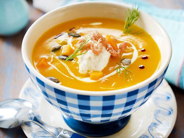 Nordische Kürbissuppe mit Krabben, Meerrettich und Dill Rezept