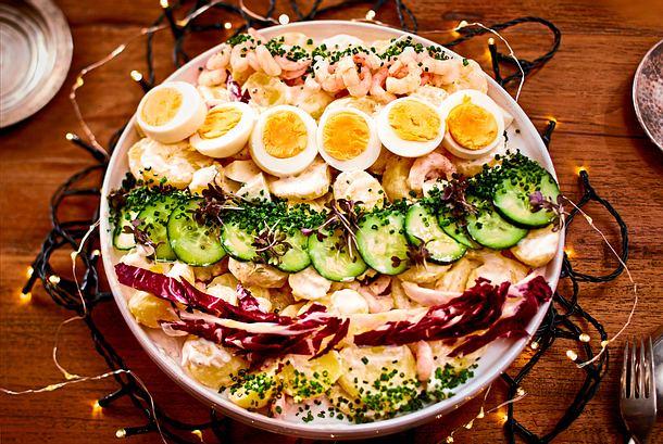 Kugeliger Kartoffelsalat mit schmucken Garnelen Rezept