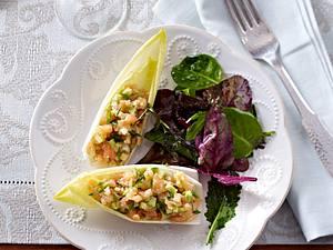 Lachs-Avocado-Tatar in Chicoree-Schiffchen Rezept