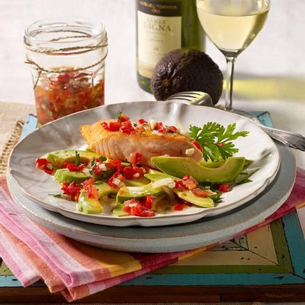 Lachs mit Chimichurri (Paprika-Tomaten-Dip) auf Avocados Rezept