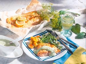 Lachs mit Kräutersoße und Bohnen Rezept