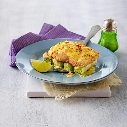 Lachs-Porree-Auflauf mit Käsesoße Rezept