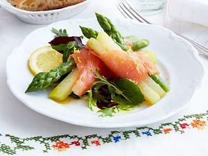 Lachs-Spargel-Röllchen mit Zitronen-Vinaigrette Rezept