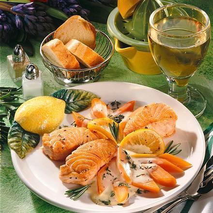 Lachs zu Möhren in Weinsoße Rezept