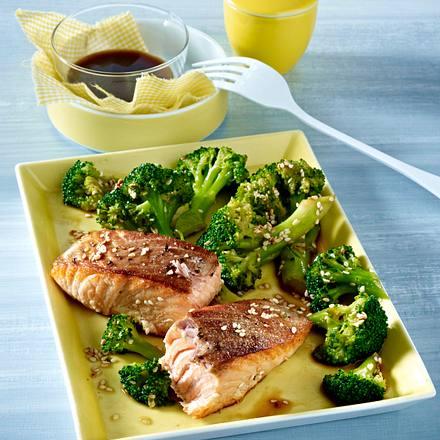 Lachsfilet mit Brokkoli Rezept