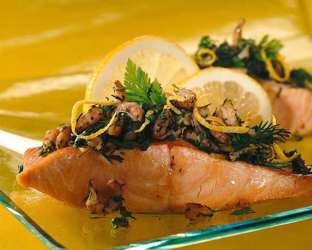 Lachsfilet mit Kräuter-Krabbenhaube Rezept