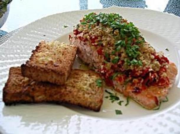 Lachsfilet unter Paprika-Parmesan-Haube Rezept