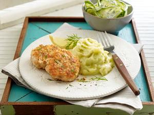 Lachsfrikadelle mit Gurkensalat und Wasabi-Kartoffelpüree Rezept