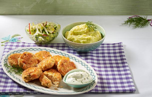 Lachsfrikadellen mit Wasabi-Püree und Gurkensalat (Kochschule) Rezept