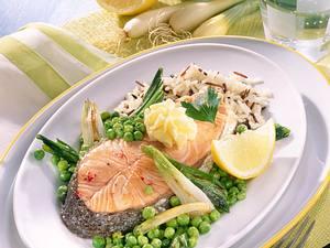 Lachskotelett mit Zitronenbutter und Gemüse Rezept