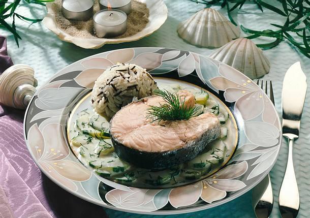 Lachskoteletts mit Gurkengemüse Rezept