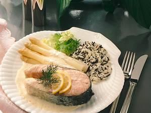 Lachskoteletts mit Senfsahne Rezept