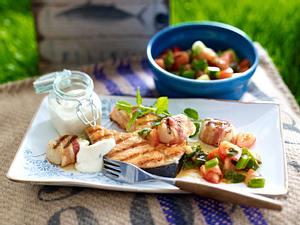 Lachskoteletts & Jakobsmuscheln mit Tomaten-Minz-Salat Rezept