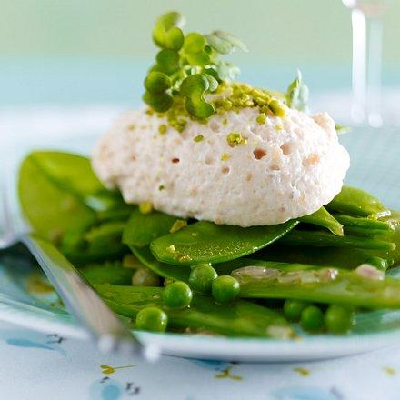 Lachsmousse-Nockerln zu Erbsengemüse Rezept