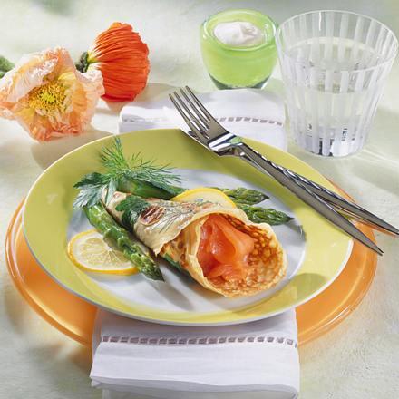 Lachspfannkuchen mit grünem Spargel Rezept