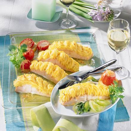 Lachstranchen vom Blech mit Meerrettich-Kartoffelpüree-Kruste Rezept