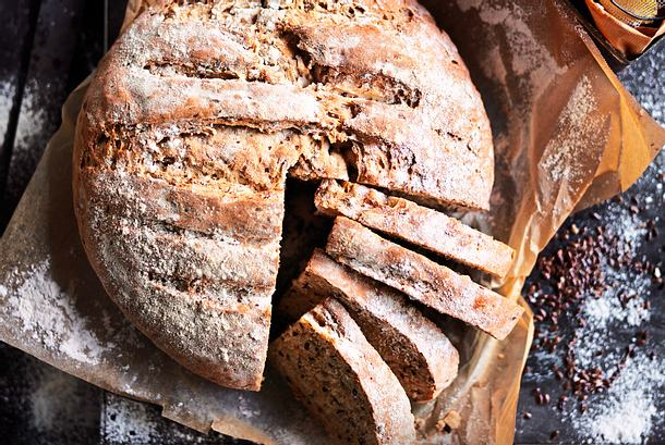 """""""Laib und Seele"""" Dinkel-Leinsamen-Brot Rezept"""