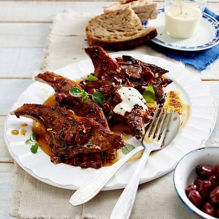 Lamm-Schmetterlingskoteletts mit Chili und schwarzen Oliven zu Aioli Rezept