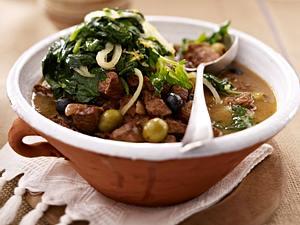 Lammgulasch mit Oliven und Chorta (Spinatgemüse) Rezept