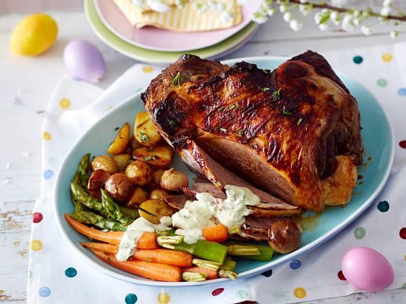 Lammkeule mit Gemüse vom Blech und cremigem Kräuterbuttersößchen Rezept