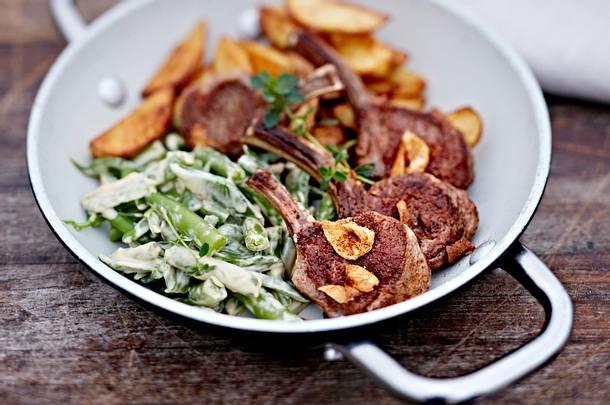 Lammkoteletts mit Pfefferbohnen und Gewürzkartoffeln Rezept