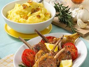 Lammstielkoteletts mit Kartoffelpüree und Schmortomaten Rezept