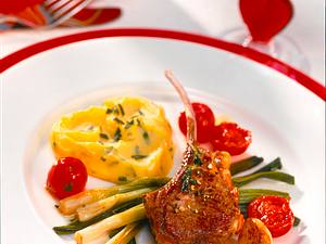 Lammstielkoteletts mit Tomatengemüse Rezept