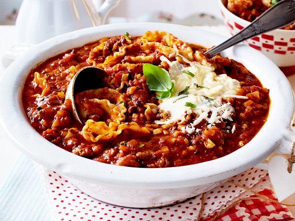 Lasagne-Suppe mit Salsiccia und Hack Rezept