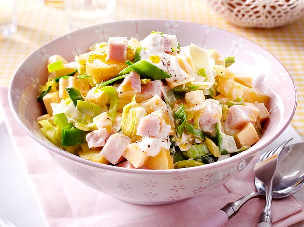 Lauch-Käse-Salat mit geräucherter Putenbrust Rezept