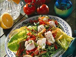 Lauwarme Fischhappen auf Salat Rezept