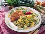 Lauwarmer Kartoffelsalat mit Schnitzeln Wiener Art Rezept