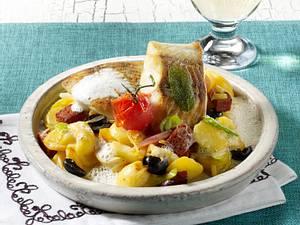 Lauwarmer Kartoffelsalat mit Seelachsfilet und Weißweinsoße Rezept