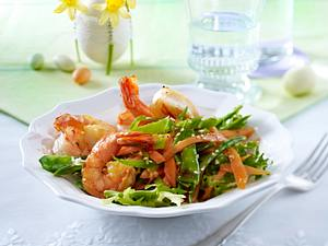 Lauwarmer Möhren-Zuckerschotensalat mit Garnelen Rezept