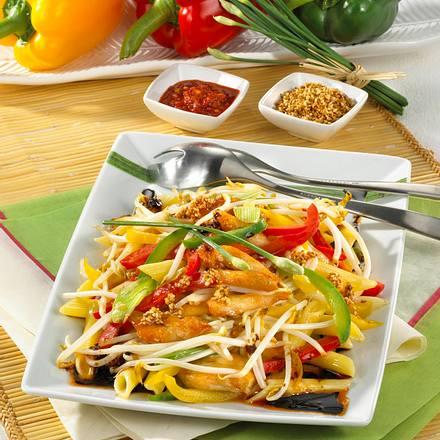Lauwarmer Nudelsalat auf asiatische Art Rezept